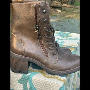 Chase & Chloe boots 8.5